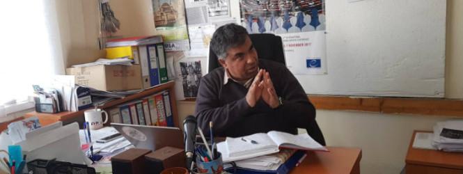 Нема сонце за ромите во Македонија, со уставот сме рамноправни само на хартија, реагира Ашмет Елезовски од Национален Ромски Центар