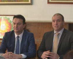 Министерот Сугаревски им додели решенија за легализација на дивоградбите на граѓаните на Куманово