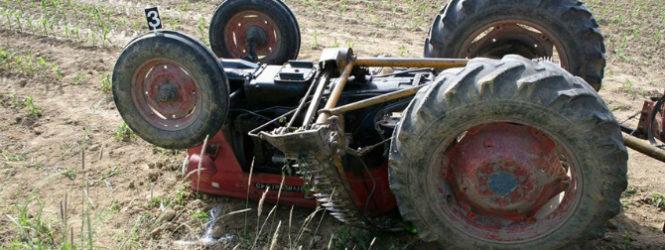 Тешко повреден жител на Тромеѓа , му се превртел тракторот