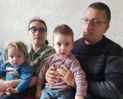 Малите Алексеј и Лана од Куманово растат гладни, додека нивниот татко со 97 проценти оштетен вид ги чека институциите да му ја одобрат пензијата