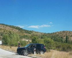 Автомобил излета од патот и удри во дрво во Старо Нагоричане, тројца повредени