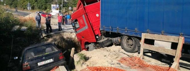 Камион товарен со мигранти во обид да избега од полицијата пропаднал во шахта во Куманово