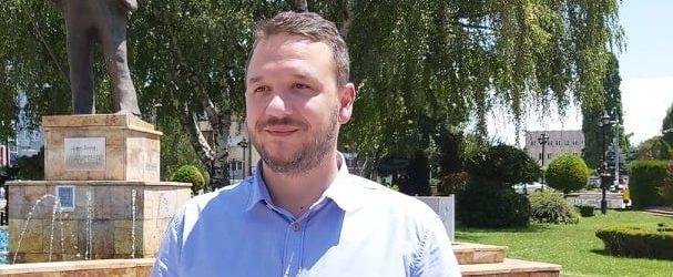 Костовски: Петрушевски одржува прес конференции и ја критикува СДСМ , а во неговата позадина се гледа фабрика