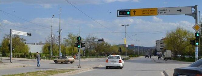 Се запали автомобил во движење на Октомвриска револуција во Куманово