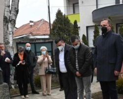 Спасовски положи цвеќе на бистата на народниот херој Карпош, а официјално денеска е отворена реконструираната поставка во куќата музеј